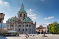 科莫大教堂在一个晴天 免版税库存照片