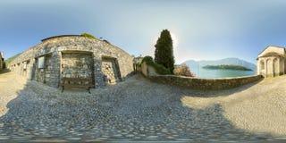科莫湖全景,圣贾科莫,奥苏乔教会; 免版税库存图片