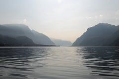 科莫湖和阿尔卑斯在背景中 免版税图库摄影