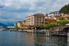 科莫湖的,意大利, 2014年6月15日贝拉焦 在贝拉焦市海岸线的看法科莫湖的,意大利 意大利风景城市与 图库摄影