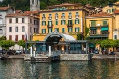 科莫湖的,意大利, 2016年6月15日贝拉焦 在贝拉焦市海岸线的看法科莫湖的,意大利 意大利风景城市与 免版税库存照片