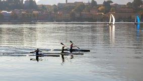 科莫湖, ITALY/EUROPE - 10月29日:划皮船在科莫湖Lec 库存照片