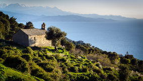 科西嘉岛风景的教堂 免版税库存图片