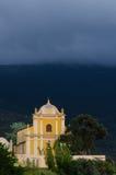 科西嘉岛风景的黄色教会 免版税库存照片