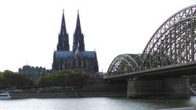 科隆大教堂、Kölner Dom和Hohenzollern桥梁 库存照片