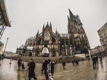 科隆大教堂和人民 库存图片