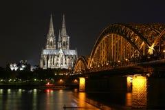 科隆大教堂的美好的夜视图 图库摄影