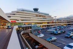 科隆波恩机场的日落视图 免版税库存照片