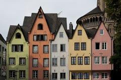 科隆,德国- 2016年9月11日:巴法力亚样式和罗马式天主教会`的五颜六色的房子总共获利Sankt马丁` 免版税库存图片