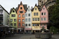 科隆,德国- 2016年9月11日:巴法力亚样式和罗马式天主教会`的五颜六色的房子总共获利Sankt马丁` 库存照片