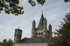 科隆,德国- 2016年9月11日:罗马式天主教会`总Sankt马丁`伟大的圣马丁在老镇彻尔 免版税库存照片