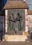 科隆,德国- 2017年1月19日:在大教堂旁边的雕刻的纪念碑 免版税图库摄影