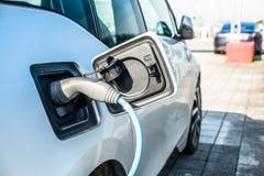 科隆,德国- 2017年3月15日:在驻地的电车充电的能量 免版税图库摄影