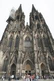科隆,意大利- 2016年9月11日:未认出的人和天主教哥特式大教堂Kolner Dom的看法,世界他 免版税库存照片
