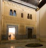 科马雷斯宫殿门面在阿尔罕布拉宫 格拉纳达 免版税库存照片