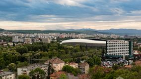 科鲁Napoca市如被看见从Cetatuia小山近  免版税库存图片