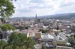 科鲁Napoca镇全景视图从特兰西瓦尼亚地区的在罗马尼亚 免版税库存照片