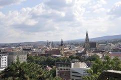 科鲁Napoca镇全景从特兰西瓦尼亚地区的在罗马尼亚 免版税库存照片