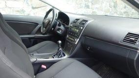 科鲁Napoca/罗马尼亚- 2017年5月09日:丰田Avensis-年2010年,充分的选择设备,照相讲席会,乘客座位 免版税图库摄影