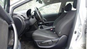 科鲁Napoca/罗马尼亚- 2017年5月09日:丰田Avensis-年2010年,充分的选择设备,照相讲席会,优质驾驶舱内部, 免版税库存图片