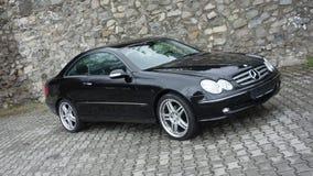 科鲁Napoca/罗马尼亚4月7日2017年:奔驰车W209小轿车-年2005年,高雅设备,黑金属, 19英寸合金转动 库存图片