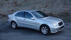 科鲁Napoca/罗马尼亚3月31日2017年:奔驰车W203 -年2005年,先驱设备,银色金属油漆 免版税库存图片
