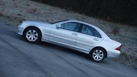 科鲁Napoca/罗马尼亚3月31日2017年:奔驰车W203 -年2005年,先驱设备,银色金属油漆 库存照片