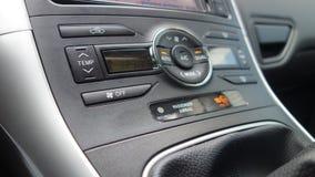 科鲁Napoca/罗马尼亚- 7月03, 2017在车的驾驶舱/仪表板丰田Auris执行委员里面 免版税图库摄影