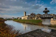 科洛尔诺,意大利- 2016年11月06日-帕尔马河在科洛尔诺, 库存照片