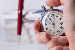 秒表在手中 免版税图库摄影