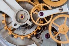 秒表计时表机制嵌齿轮链轮连接概念 时钟传输宏指令视图 浅深度  库存照片
