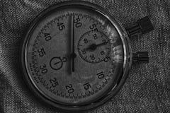 秒表,在帆布背景、价值措施时间、老时钟箭头分钟和第二个准确性定时器纪录 免版税库存照片