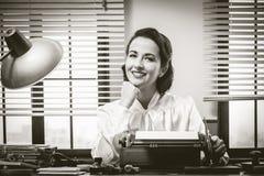 秘书微笑的工作 库存图片