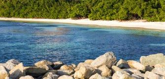 秘密海滩在阿鲁巴 美妙的海滩在阿鲁巴 免版税库存照片