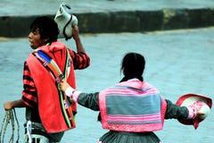 秘鲁夫妇跳舞 免版税库存照片
