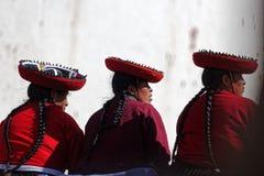 秘鲁妇女在Chinchero在秘鲁 免版税库存照片