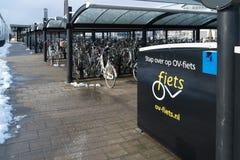 租务骑自行车存贮 库存图片