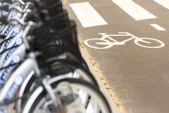 租用一辆自行车 免版税库存照片