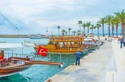 租用在边的一条小船 免版税库存图片