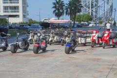 租的电三轮车滑行车在巴统大道 巴统大道看法  库存照片