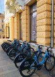 租的自行车在科鲁Napoca,罗马尼亚 库存图片