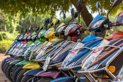 租的E自行车在Bagan,缅甸 Bagan在中央缅甸是其中一个世界最伟大的考古学站点 库存图片