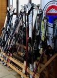 租滑雪 库存照片