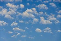 积云天空背景 图库摄影