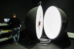 积算球在企业laboratorie的光度计球 免版税库存图片