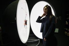 积算球在企业laboratorie的光度计球 图库摄影