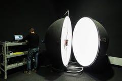 积算球在企业laboratorie的光度计球 库存图片