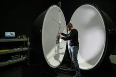 积算球在企业laboratorie的光度计球 免版税库存照片