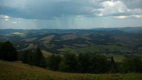 积雨云和雨时间间隔在山 股票录像