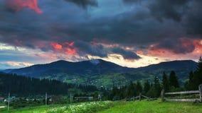 积雨云Timelapse通过在喀尔巴阡山脉的 影视素材